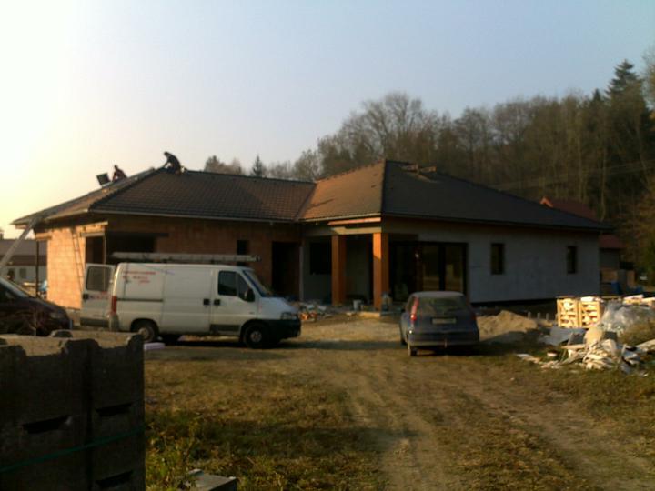 Exterier puvodniho domu+pristavba k domu :) - Strecha :)))