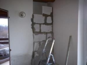 """Tady už  skoro zazděná """"díra"""" ve zdi,překážela by když se tam bude dávat obývací stěna"""