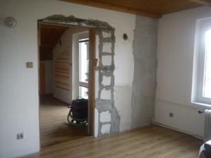 A už přizděný i vchod na dveře