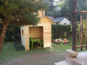 Domeček i s pískovištěm,děti jsou nadšení :-)