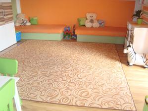Dětem jsme po Vánocích ořidili koberec,sice jsem chtěla jednobarevný ale k dětem dosti nepraktické,tak vyhrál strakatej a i když nevypadá nejlíp je praktickej :-)