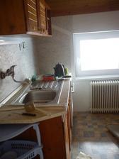 Kuchyň před mým zásahem, ať to máme všechno pohromadě ;)