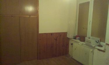 Naše ložnice,palubky dolů,skříň na bílo