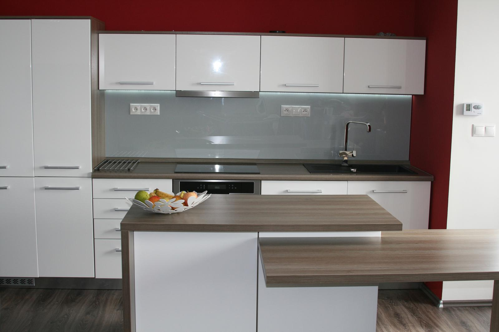 Nasa kuchyna - ..chybaju este stolicky:)