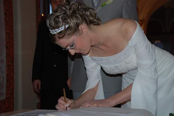 Zuzana Lysa{{_AND_}}Peter Kleberc - tak a tymto podpisom je to uzatvorene.....hrozne dlho mi to trvalo, co?
