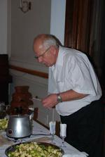 cokoladova fontanka bola velmi popularna, potom sa aj kravaty odkladali....zababrane:-(