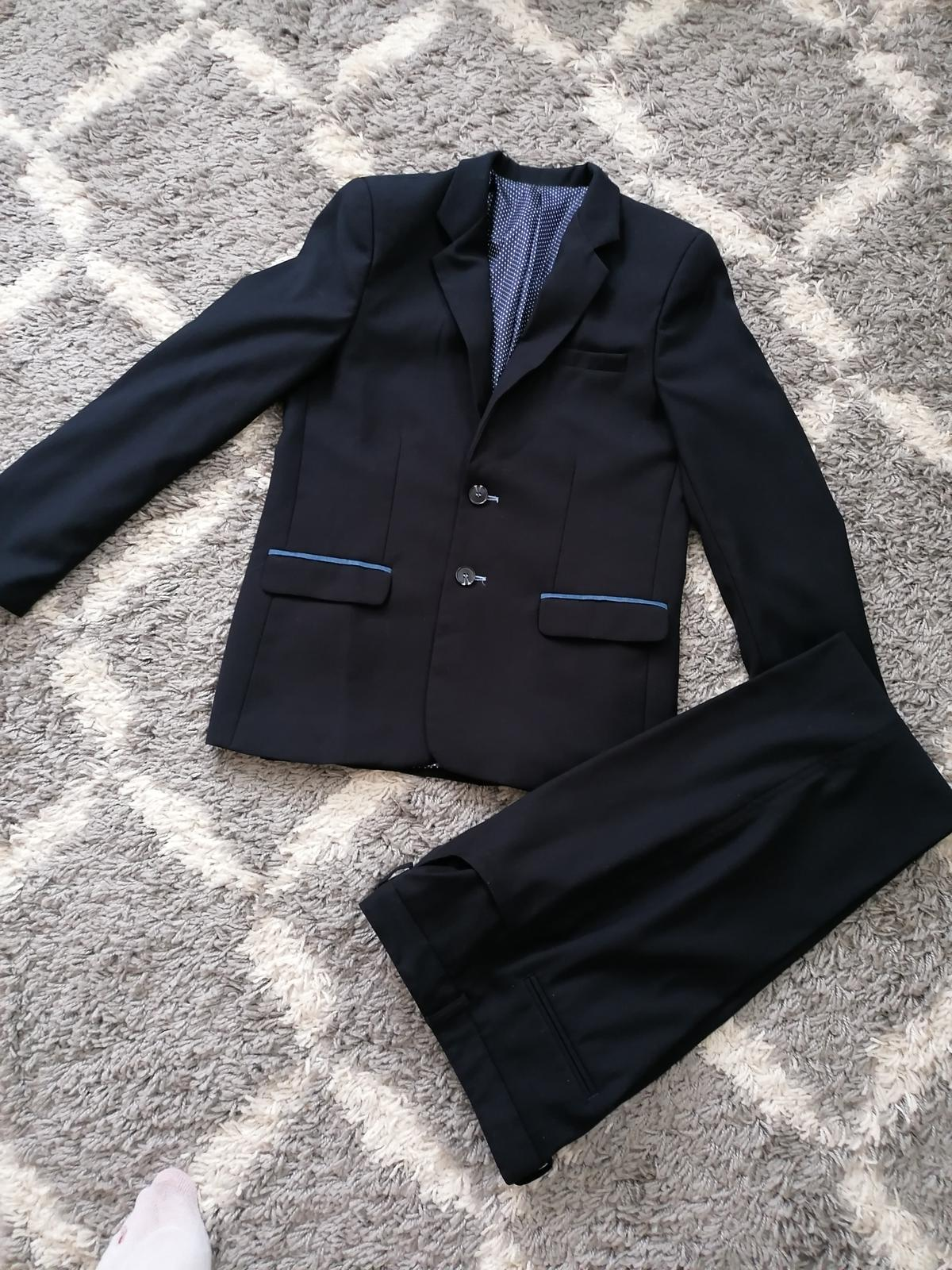 Tmavomodrý oblek  - Obrázok č. 1