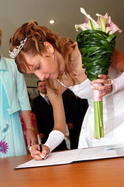 Ivana{{_AND_}}Milan Jandourkovi - a podpisy - hrozne se mi klepaly ruce