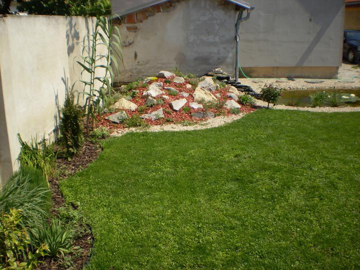 Náš starý domček - vtedy ešte neometený múr, všetko sme robili tak postupne