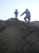 Filipko v momente utečie na hory hliny a potom ho musíme zachranovať...