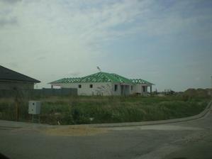 každému sa páči ten svoj dom, lebo druhý sa pozerá na stavbu, ale domáci sa pozerá na svoj budúci domov...