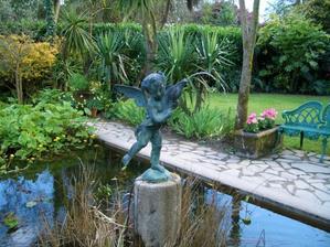 fontánka s anielikom je určite v pláne, je to krásne romantické sedieť pri takejto kráse na lavičke
