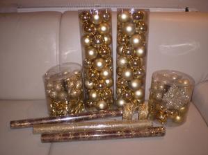 našla som krásne zlaté stuhy a látky, len do toho nevpustit našich krpcov... :-)