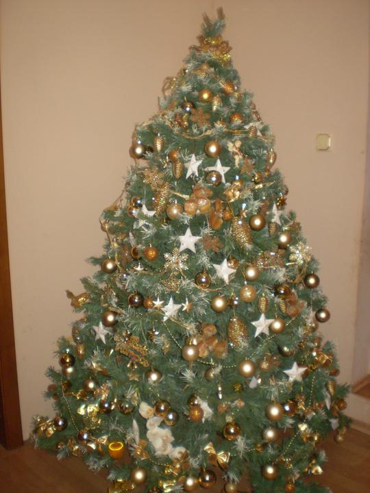 Náš starý domček - náš stromček - ešte len svetielka a mám aj zlatú organzu - tak uvidím či sa tam ešte zmestí...