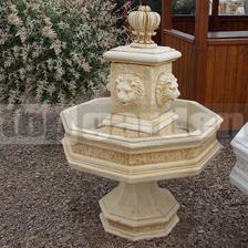 začíname už vážnejšie riešiť exteriér - tak možno naozaj táto fontánka pojde na ten kruháč, nie je velká, 1,2 m - taká akurát... nie je ešte rozhodnuté, ale sochy tam nechcem...