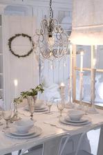 čisté krásne biele prestieranie na stol - dokonalé podla mna a tie poháre!!!!