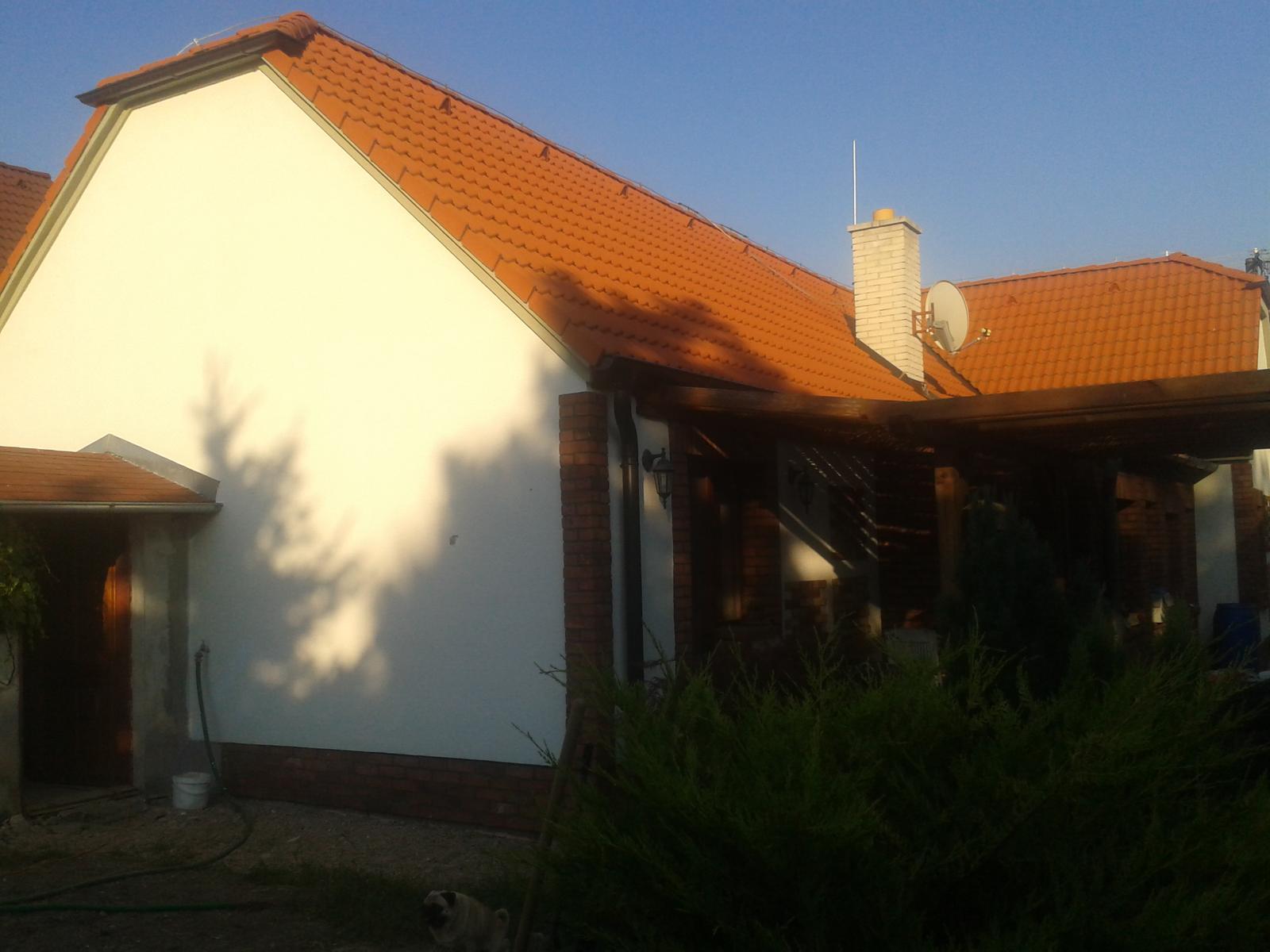 Náš starý domček - po presťahovaní sa konečne aj starý domček dostal novú fasádu