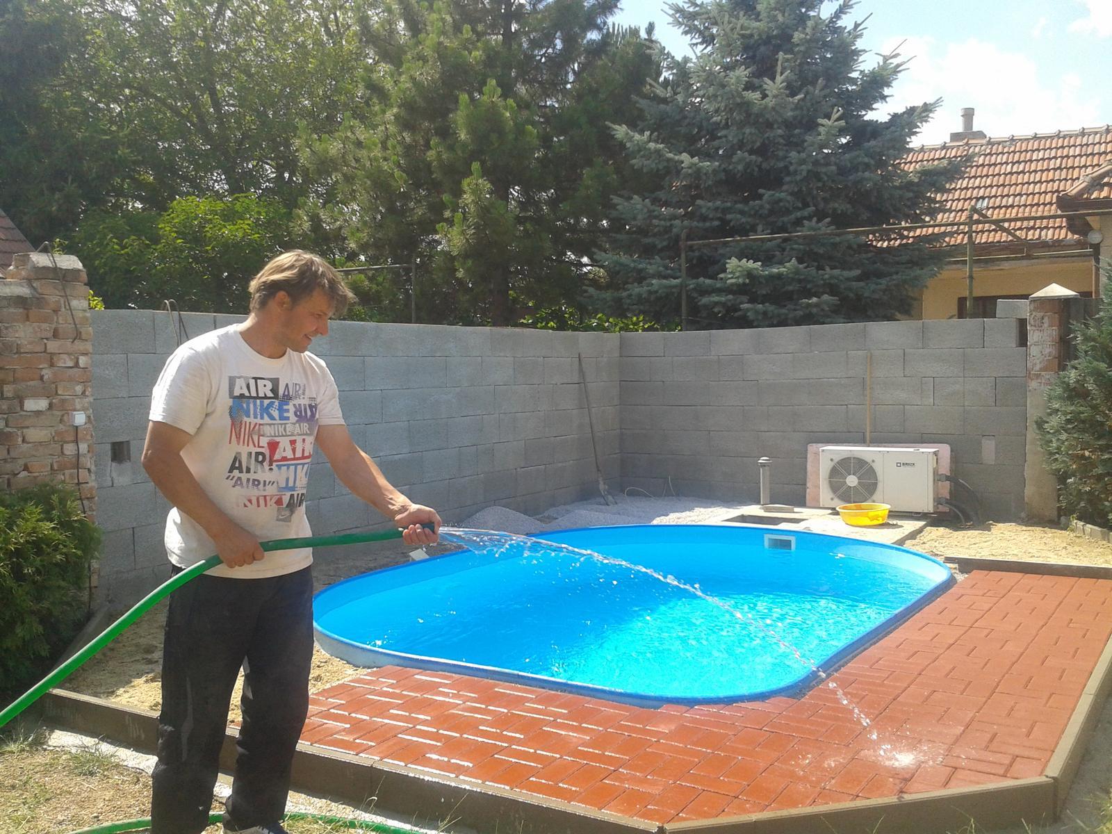 Náš starý domček - dorábame aj okolie okolo bazéna