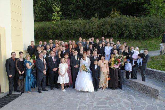 Stanka Klembarová{{_AND_}}Dušan Lauko - tak a tu sme všetci v komplet zostave,ak niekto neunikol fotografovi.-)