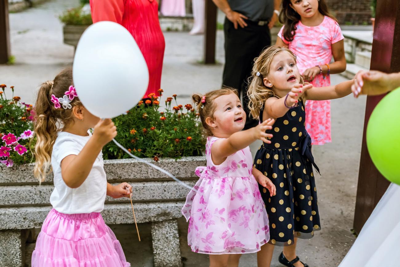 Petra{{_AND_}}Jajo - boj o balony :) kazda chce
