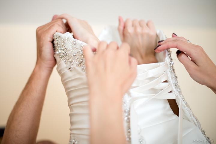 Barborka{{_AND_}}Peťo - moje šaty si vyžadovali ruky troch ľudí :-)