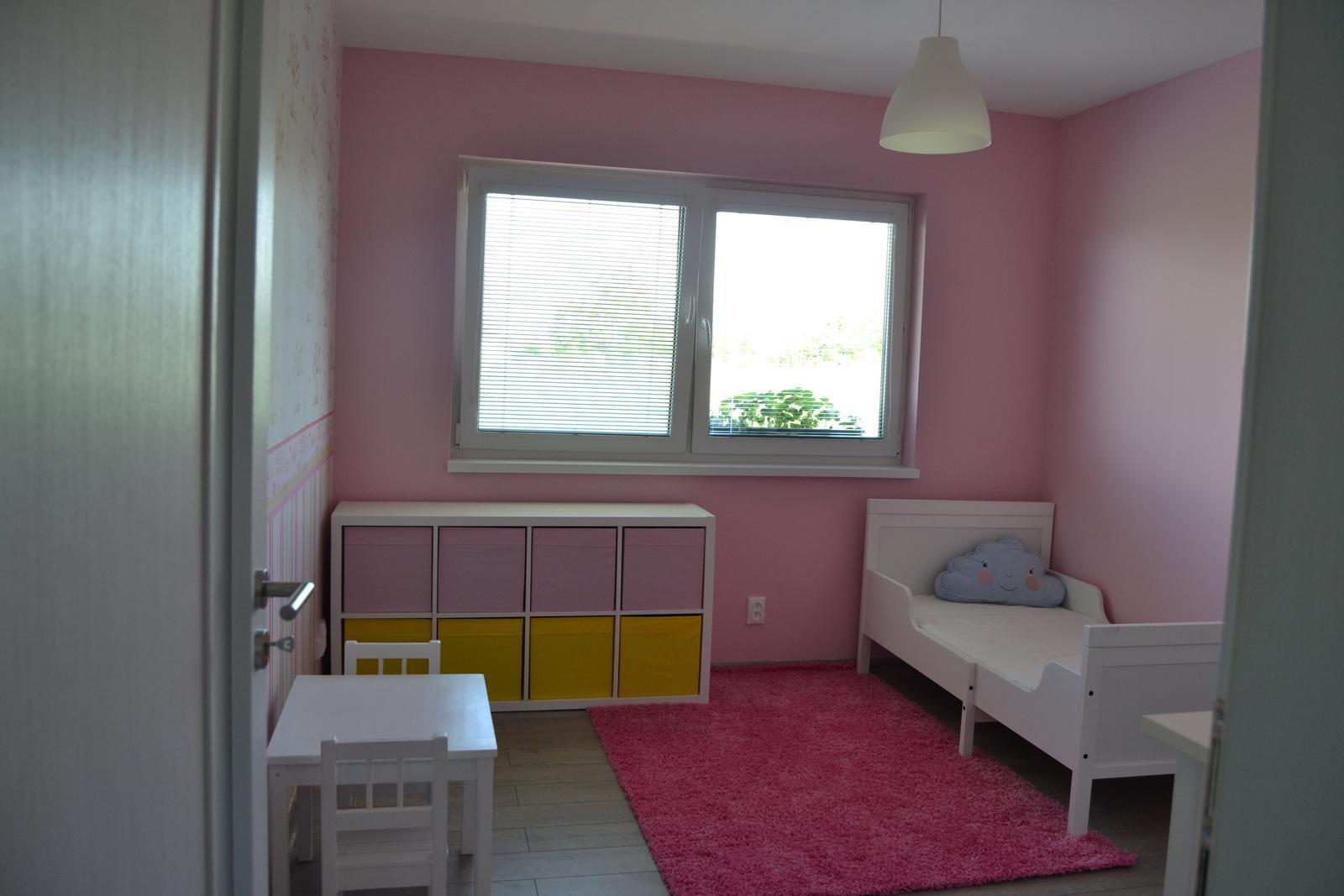 Náš bungalov Simona - žlté krabice raz vymenia svetlo-zelené...keď ich začne Ikea vyrábať :D