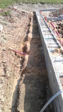položeny a zapískovány vývody kanalizace
