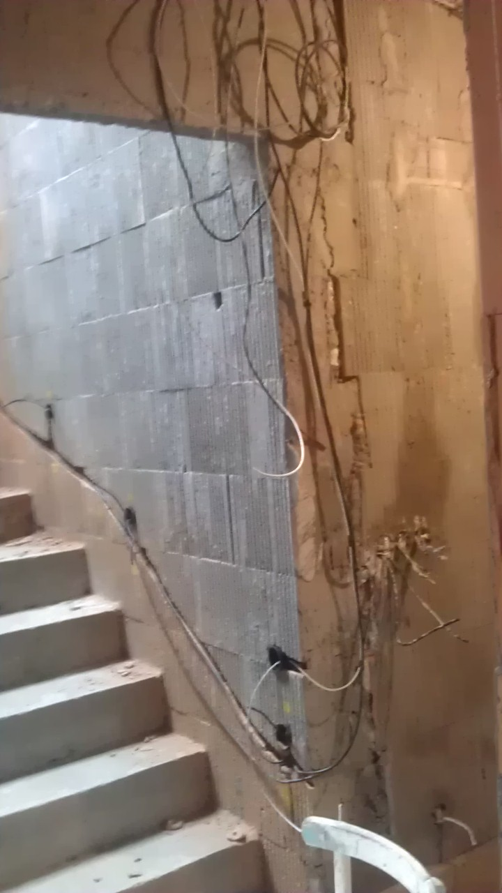 Práce v interiéru - rozvody osvětlení schodiště