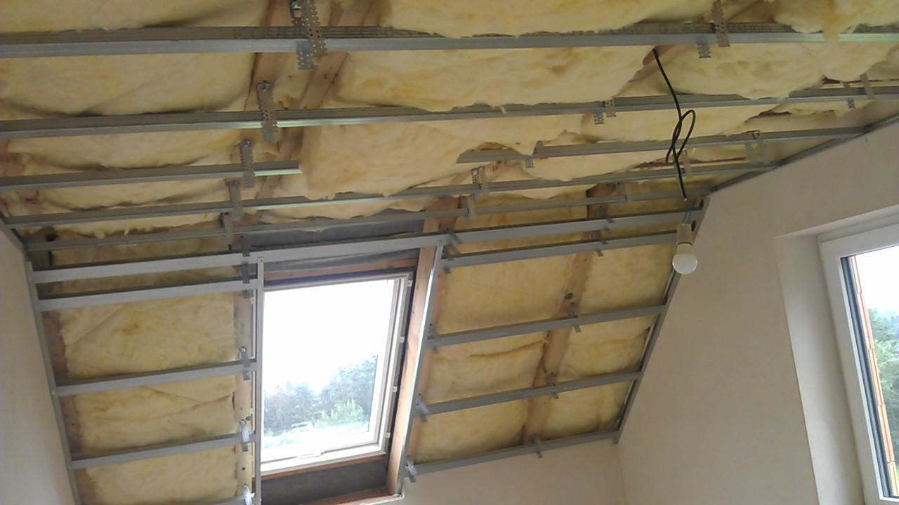 Práce v interiéru - Začínáme rošty na sádrokartonové stropy v podkroví