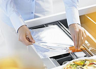 Obývací pokoj a kuchyn ispirace - Blum orga-line Řezačka na alufólii ZSZ.02F0 cena 760Kč