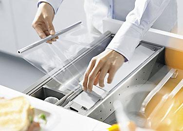 Obývací pokoj a kuchyn ispirace - Blum orga-line Řezačka na potravinářskou smršťovací fólii ZSZ.01F0 cena 810Kč