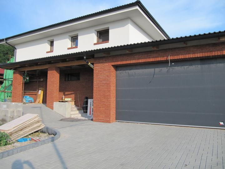 Stavba domu - 21.6.2012 už se obkládá dum