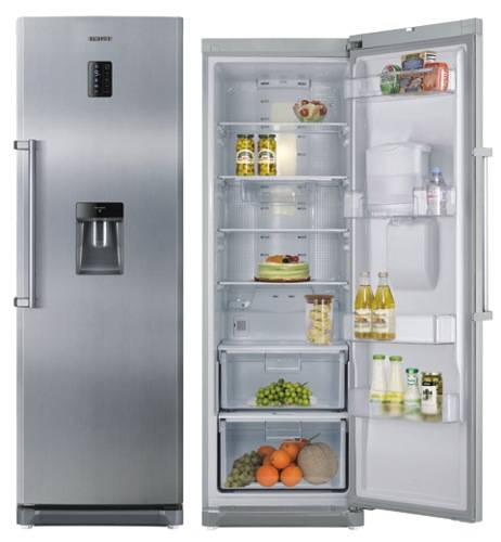 Obývací pokoj, jídelna a kuchyň realita - lednice RR82WEIS 60cm výška 180cm