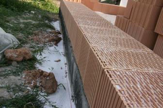 26.8.2010 založena stavba - první řádek vysypán polystyrenem