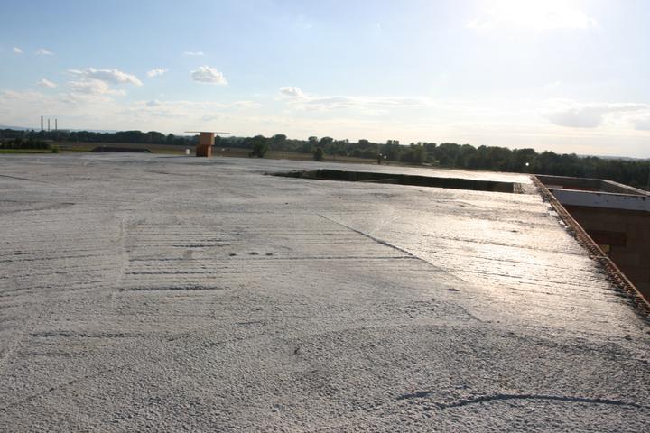 Stavba domu - 16.9.2010 máme strop již pochozí
