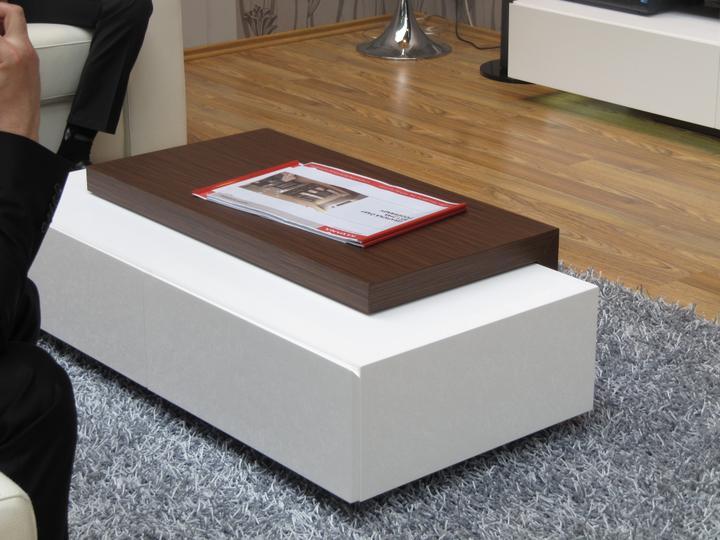 Obývací pokoj, jídelna a kuchyň realita - konferencni stolek k predchozi sestave