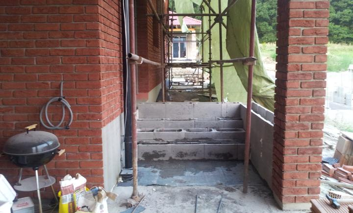 Stavba domu - 8.8.2012 schody na terasu