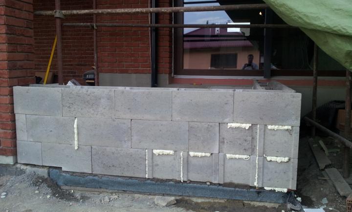 Stavba domu - 8.8.2012 a další květináč ze ztraceného bednění