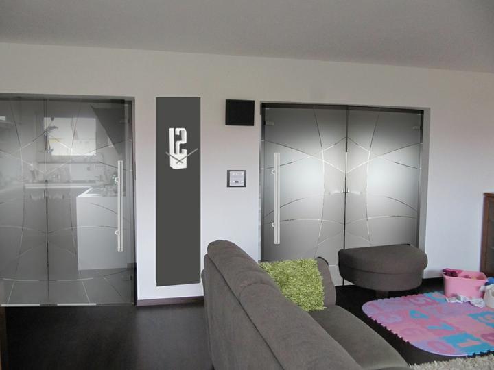 Obývací pokoj, jídelna a kuchyň realita - varianta prave dvere mlecne s cirym ornamentem, leve dvere cire s mlecnym ornamentem