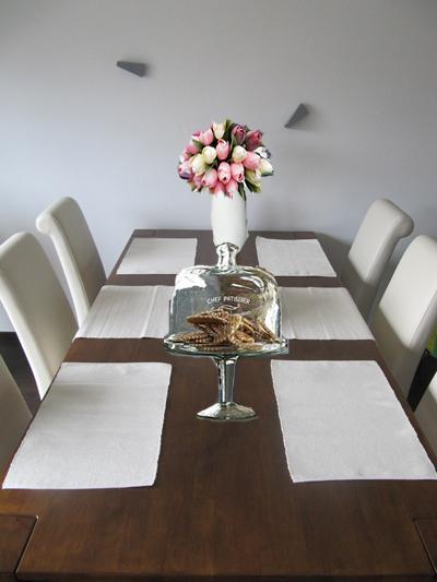 Obývací pokoj, jídelna a kuchyň realita - fotomontáž - vybírám tulipány a skleněný podnos