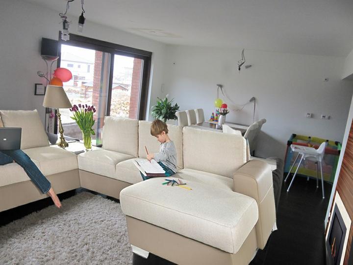 Obývací pokoj, jídelna a kuchyň realita - co rikate na fotomontaz? :)