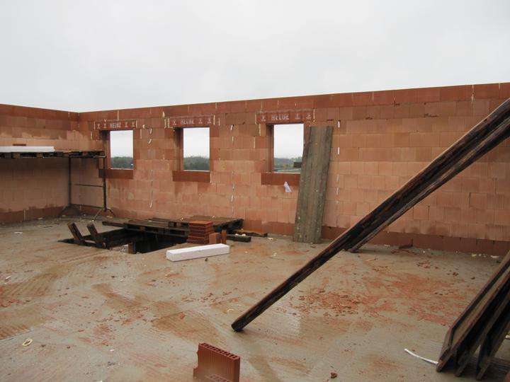 Stavba domu - 28.9.2010 hotový věnec