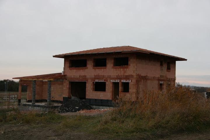 Stavba domu - 25.10.2010 laťe na střeše