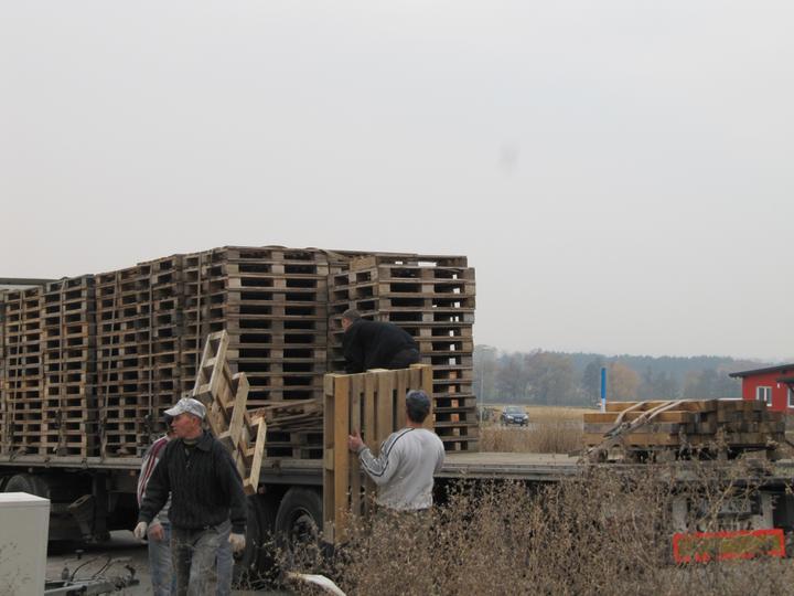 Stavba domu - 2.11.2010 odvoz palet heluz