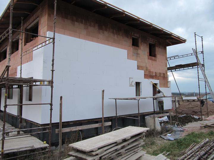 Stavba domu - 3.11.2010 zateplujeme 15cm EPS 100F