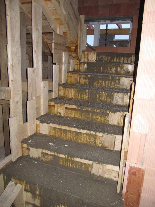 Stavba domu - 4.11.2010 vylité schody