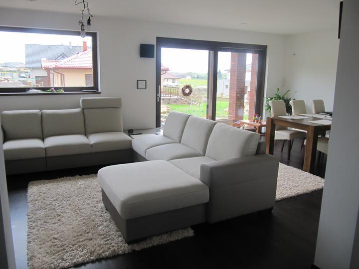 Obývací pokoj, jídelna a kuchyň realita - naše nová sedačka