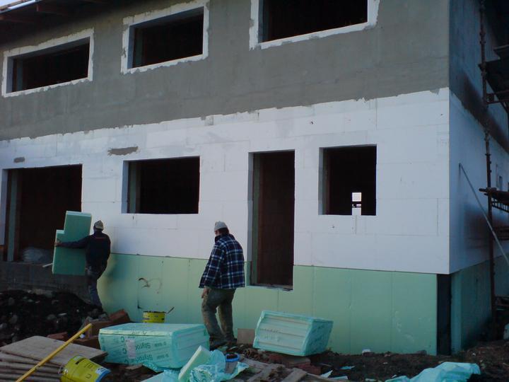 Stavba domu - 11.11.2010 už máme trikolóru