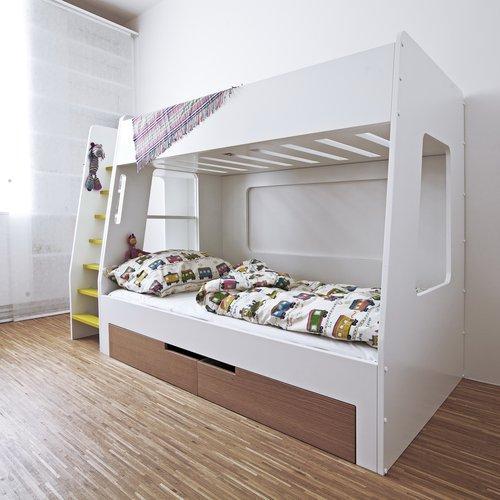 Pokojíček inspirace - postel urcite nebude patrava, ale bila a hnede supliky, krasna kombinace