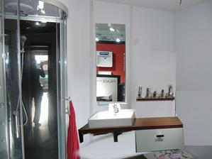 delka desky 160cm, skrinka delka 75cm, policka, zrcadlo, drzak na rucniky 15000Kc